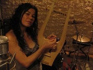 Luce Maioli (SYNAULIA), Cithara, Tympanon on track 6